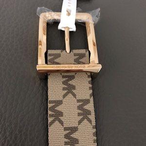 SALE ♥️ MICHAEL KORS signature designer belt in M